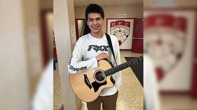 DFC music student in Thunder Bay plays with city's symphony orchestra - APTN News