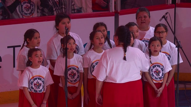 National anthem sung in Ojibwe at Jets game marks pro sports first - APTN News