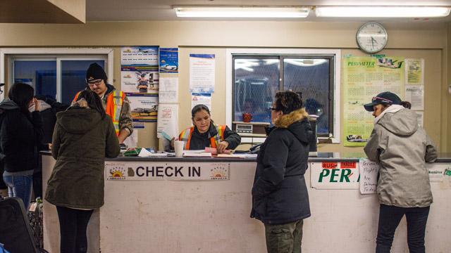 Perimeter - people at counter