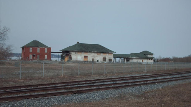 The Allandale station in 2009. The Huron Wendat community was located between the station and the tracks.